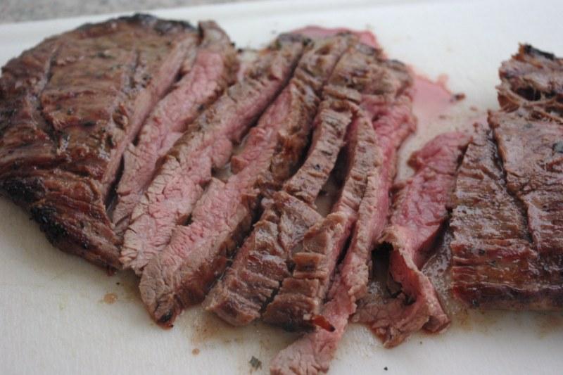 flank steak mariniert mit lava vakuumierger t. Black Bedroom Furniture Sets. Home Design Ideas