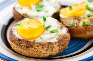 rezept-gefuellte-champignons-mit-bacon-und-ei