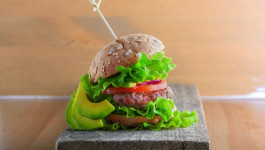 rezept-rinderburger-mit-avocado-mayonnaise