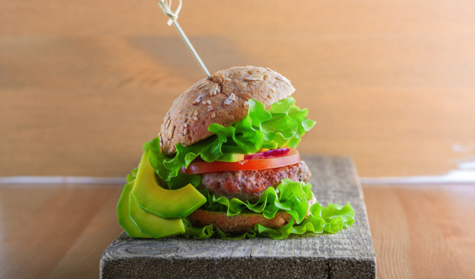 Rezept: Rinderburger mit Avocado-Mayonnaise