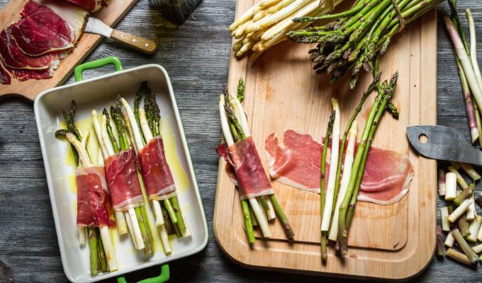 Rezept: Spargel mit Bacon vom Grill