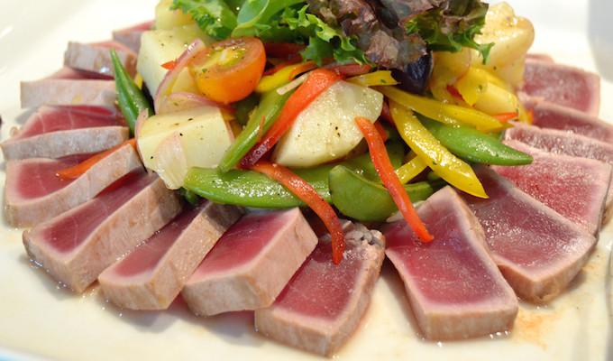 Rezept: Thunfisch mit Sommersalat