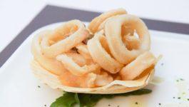 Frittierte Tintenfischringe Calamari